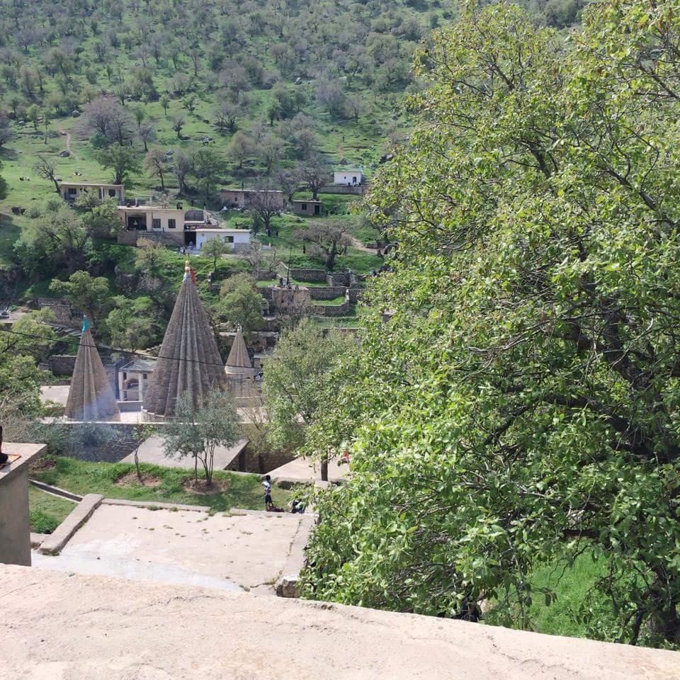 Une vue de Lalish, un lieu de pèlerinage sacré pour les Yézidis (Crédit : Facebook)