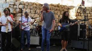 Le chanteur juif américain Matisyahu au Festival de Musique sacrée dans la Vieille Ville de Jérusalem, le 4 septembre 2015 (Crédit : Eric Cortellessa/Times of Israel)