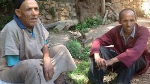 Le producteur d'etrog Mohammed Douch, à gauche, avec son cousin (Photo: Ben Ventes / JTA)