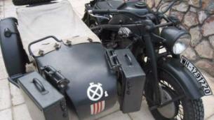 La nouvelle moto nazie de Brad (Photo: Daily Mirror / JTA)