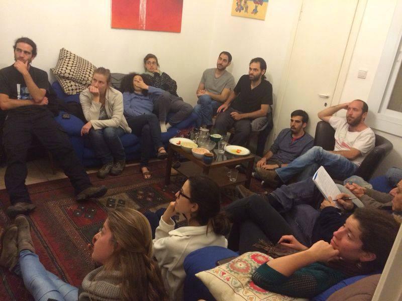 Une réunion de salon Ofek pour recruter des membres dans le quartier de Nahlaot à Jérusalem (Crédit : Facebook)