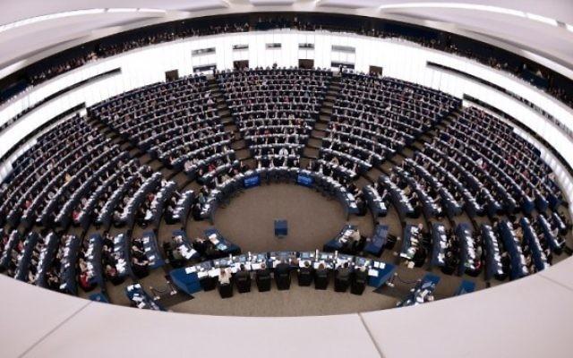 Les membres du Parlement européen à Strasbourg, le 17 décembre 2014. (Crédit : Frederick Florin/AFP)