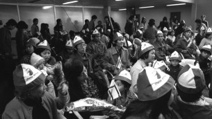 Des Vietnamiens arrivant à l'aéroport Ben Gourion, le 24 janvier 1979 (Photo: Saar Yaacov / GPO)