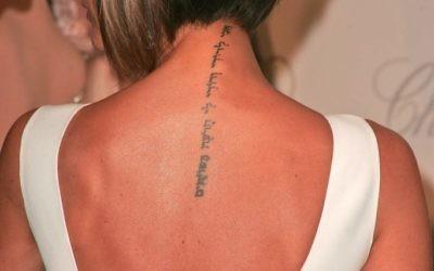 Le tatouage de Victoria Beckham en hébreu qui signifie « Je suis à mon bien-aimé et mon bien-aimé est à moi (Crédit : Via Shutterstock)