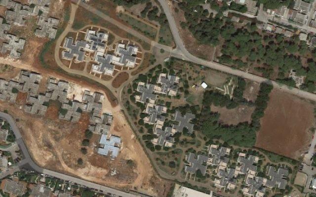 Un quartier de la ville italienne de Specchiolla, où les villas prises du ciel, ressemblent aux croix gammées nazies. (Crédit : capture d'écran Google Maps)