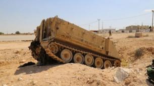 Un tank renverrsé simulant une attaque sur la base de Tsahal à Tseelim dans le Néguev (Photo: Eric Cortellessa / Times of Israel)