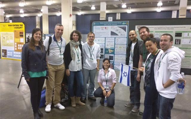 L'équipe des étudiants de l'Université de Ben Gurion lors de la compétition iGEM (Crédit : Ben-Gurion University of the Negev)