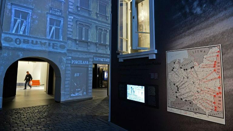 L'exposition CORE au Musée de l'histoire des Juifs polonais, à Varsovie, le 21 octobre 2014 (Crédit : AFP / Janek Skarzynski)