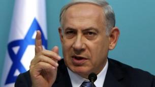 Le Premier ministre Netanyahu lors d'une conférence de presse sur la situation de sécurité le 8 octobre, 2015, dans son bureau à Jérusalem. (Crédit : AFP PHOTO / Gali Tibbon)