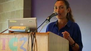 Ariel Gold, une coordonnatrice pour la Voix juive pour la paix, un groupe anti-sioniste juif qui a organisé la tournée de Tamimi. (Crédit : Eric Cortellessa / The Times of Israel)