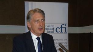 Le secrétaire britannique des Affaires étrangères, Philip Hammond, s'adressant aux Conservative Friends of Israel, à Manchester le 6 octobre 2015. (Crédit : Conservative Friends of Israel)