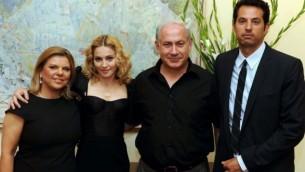 Madonna et Guy Oseary avec les Netanyahus en 2009. (Crédit : Avi Ohayon/Flash 90)