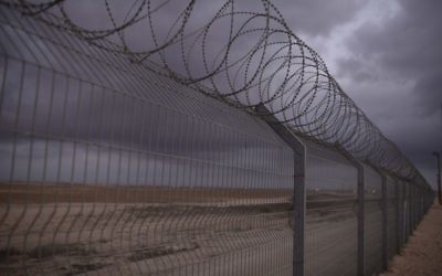 La clôture de la frontière israélienne le long de la bande de Gaza, le 10 août 2014. (Crédit : Tomer Neuberg/Flash90)