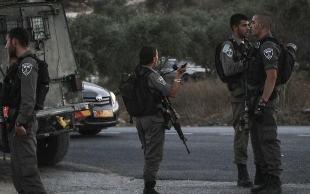 Des gardes-frontières au carrefour Tapuah, près de Naplouse, en Cisjordanie, le 15 août 2015. Illustration. (Crédit : Flash90)