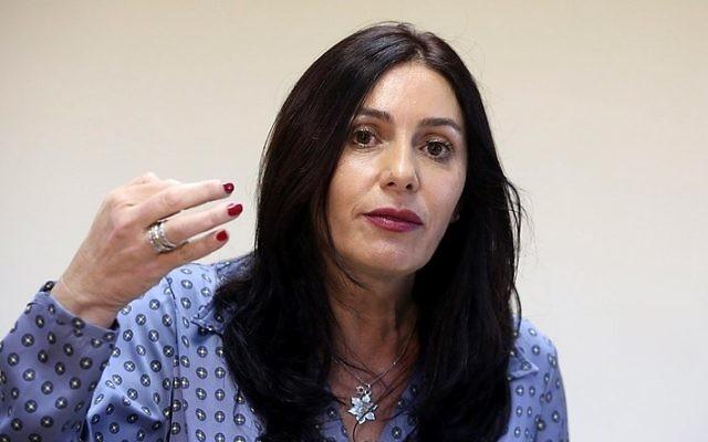 La ministre de la Culture et des Sports Miri Regev en conférence de presse à Jérusalem, le 31 août 2015 (Crédit : Marc Israël Sellem/Pool)