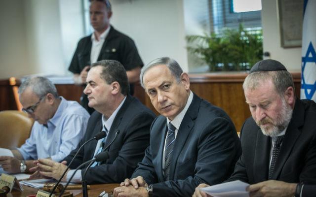 Le Premier ministre Benjamin Netanyahu lors d'une réunion du cabinet à Jérusalem le 6 septembre 2015 (Crédit photo: Ohad Zwigenberg / Pool)
