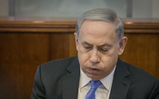 Le Premier ministre Benjamin Netanyahu au bureau du Premier ministre à Jérusalem, le 20 septembre 2015 (Crédit : Ohad Zwigenberg / Pool)