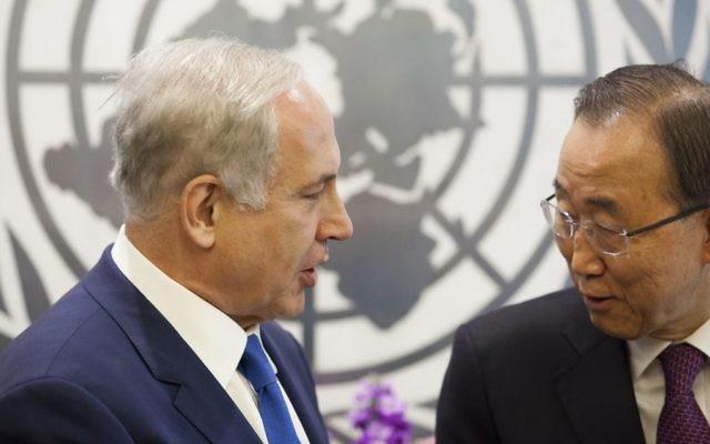Le Premier ministre Benjamin Netanyahu rencontre le secrétaire général de l'ONU Ban Ki-moon, lors de la 70e session de l'Assemblée générale des Nations unies au siège de l'ONU à New York, le 1er octobre 2015. (Crédit : Amir Levy / Flash90)