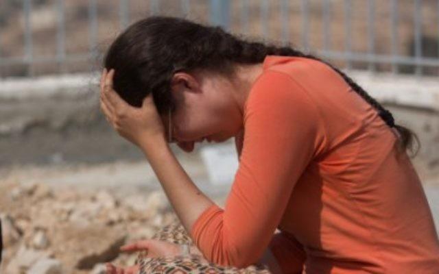 Les Israéliens sont en deuils aux funérailles de Naama et Eitam Henkin le 2 octobre à Jérusalem (Crédit : Yonatan Sindel/Flash90)