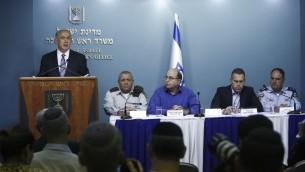 (De gauche à droite) Benjamin Netanyahu, Gadi Eisenkot, Moshe Yaalon, Gilad Erdan et Benzi Sau, le 8 octobre 2015 (Crédit : Yonatan Sindel/Flash 90)