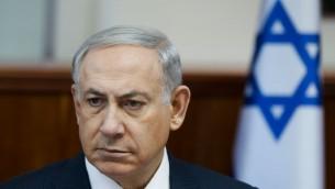Benjamin Netanyahuà une réunion de son gouvernement à Jérusalem le 11 octobre 2015. (Crédit :  Amit Shabi/POOL)