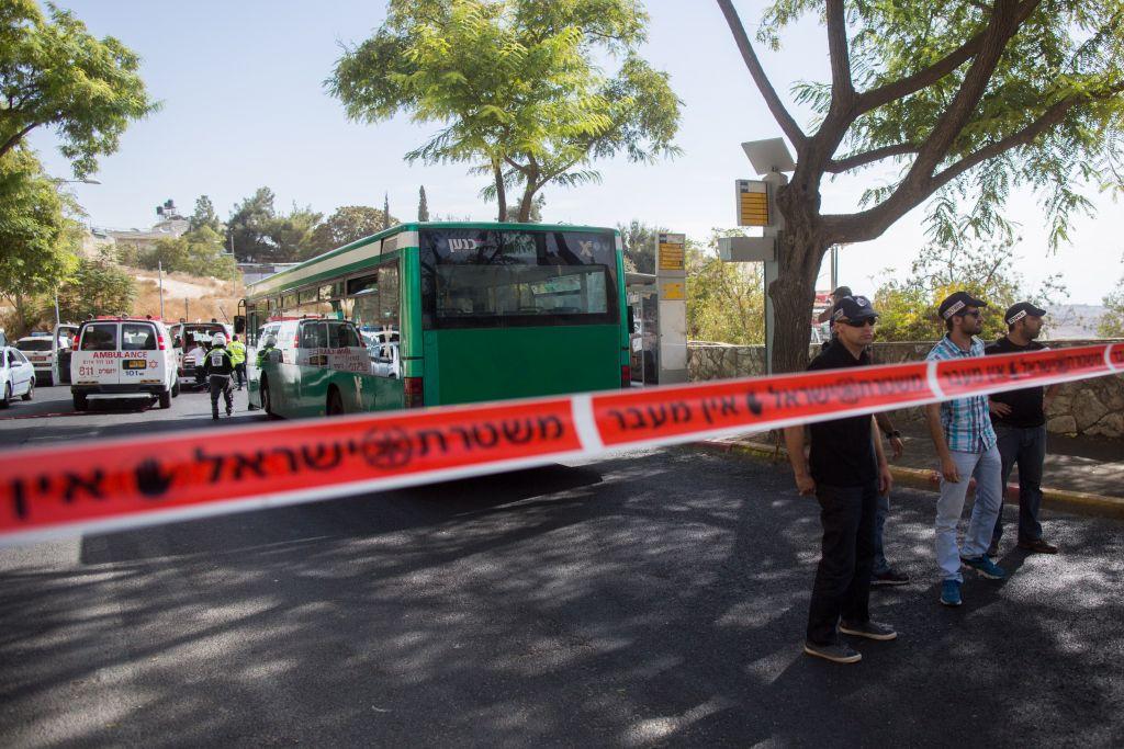 La zone de l'endroit où l'attaque meurtrier dans le bus a eu lieu à Armon Hanatziv était presque vide mercredi (Crédit : Yonatan Sindel / flash 90)