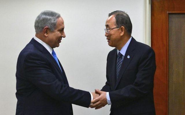 Le Premier ministre Benjamin Netanyahu et le secrétaire général des Nations unies, Ban Ki-Moon, avant une conférence de presse conjointe au bureau du Premier ministre à Jérusalem, le 20 octobre 2015. (Crédit :  Kobi Gideon / GPO)