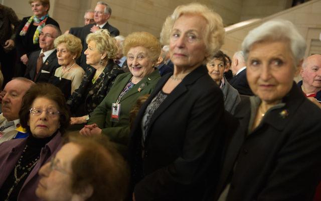 Le Holocaust Memorial Museum américain rend hommage aux victimes de l'Holocauste et de la persécution nazie dans le bâtiment du Capitole à Washington le 30 Avril 2014 (Crédit : Allison Shelley / Getty Images / JTA)