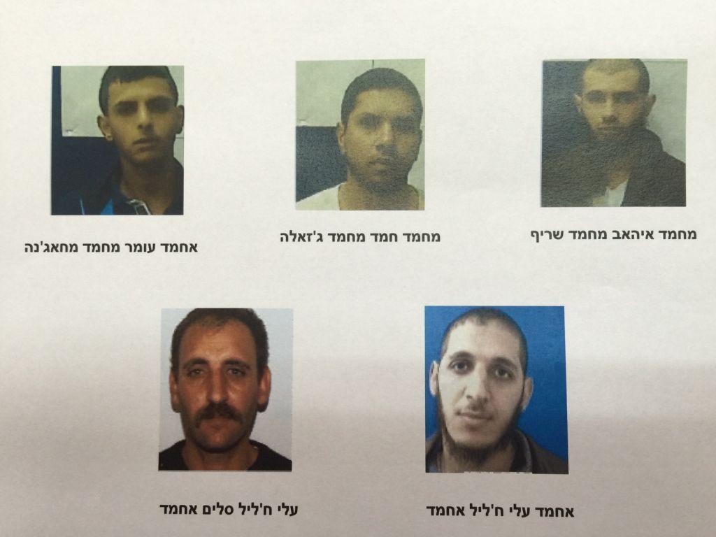 Les cinq Arabes israéliens soupçonnés d'être des membres d'une cellule terroriste de l'Etat islamique dans le nord d'Israël. (Shin Bet)