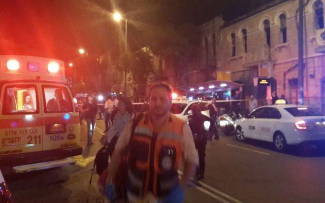 Le site de la deuxième attaque terroriste à Jérusalem dans la journée du 14 octobre 2015 devant la gare centrale des bus (Crédit : Magen David Adom)