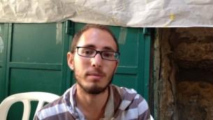 Elichi Wiesel est assis à la tente de protestation sur Hagai Street, dans le quartier musulman de Jérusalem, le 8 octobre, 2015 (Crédit : Elhanan Miller / Times of Israël)