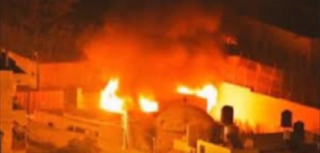 Incendie Tombe de Joseph à Naplouse, le 16 octobre 2015 (Crédit : Capture d'écran YouTube)
