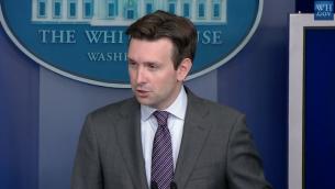 Le porte-parole de la Maison Blanche Josh Earnest (Capture d'écran: YouTube / The White House)