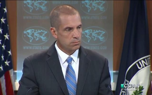 Mark Toner, porte-parole du département d'Etat américain, le 5 octobre 2015. (Crédit : capture d'écran YouTube)