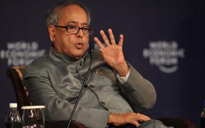 Le président de l'Inde, Pranab Mukherjee, à l'époque où il était  ministre des Finances au Forum économique mondial de 2009 à New Delhi, le 10 novembre 2009 (Crédit : Forum économique mondial/Wikimedia)