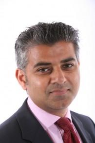 Le candidat du parti travailliste britannique à la mairie de Londres, Sadiq Khan (Crédit : Domaine public via Wikipedia)