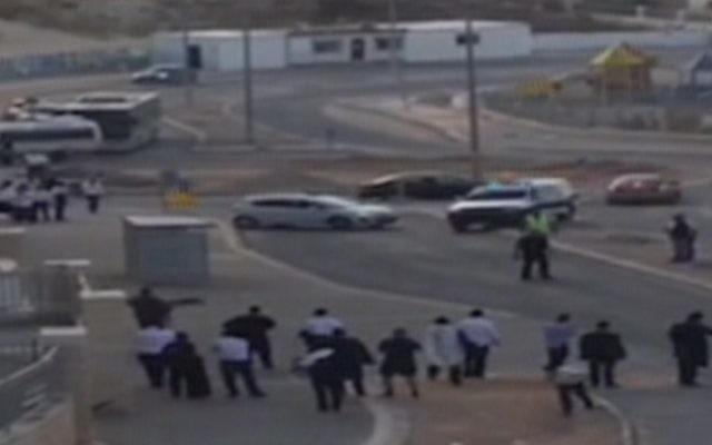 La scène d'une attaque terroriste palestinienne à Beit Shemesh le 22 octobre 2015 (Crédit : Capture d'écran Deuxième chaîne)