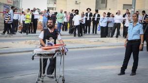 Les forces de sécurité israéliennes sur la scène où deux terroristes ont été neutralisés par la police lors d'une tentative d'attaque au couteau à Beit Shemesh, le 22 octobre 2015 (Credit photo: Yaakov Lederman / Flash90)