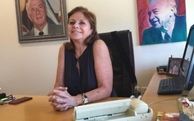 Dalia Rabin dans son bureau au Centre Yitzhak Rabin (Photo: DH / ToI)