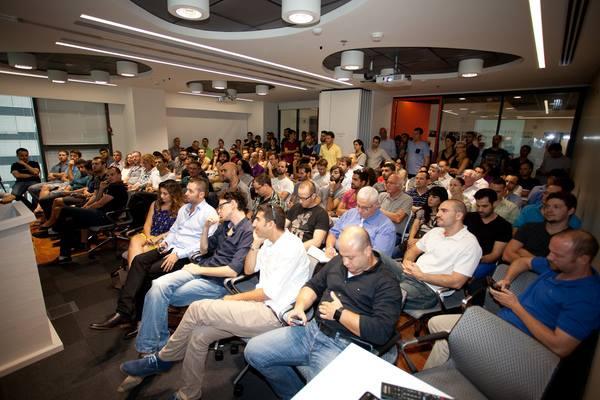 Une conférence à l'EISP 8200 (Crédit : Facebook)
