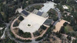 Une vue du ciel de la tombe de Théodore Herzl (Crédit : Nati Shohat / flash 90)