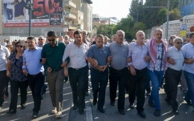 Des membres du parti Hadash de la Liste arabe unie manifestent contre le gouvernement à Nazareth, le 10 octobre 2015 (Crédit photo: Basel Awidat / Flash90)