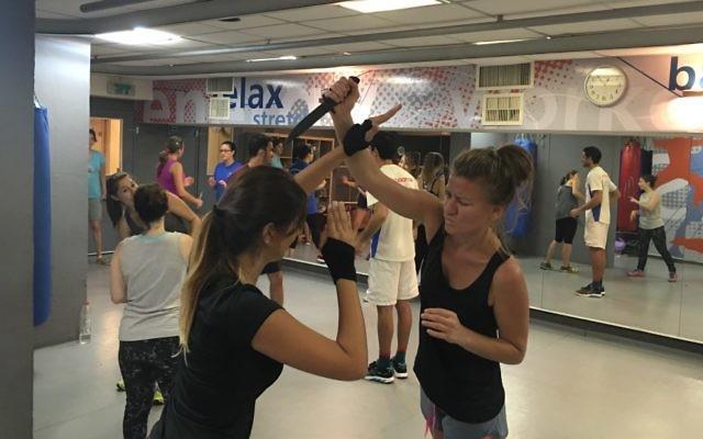 Une classe de Krav Maga dans le centre de Tel Aviv, le 9 octobre 2015 (Crédit : Autorisation Oren Mellul)