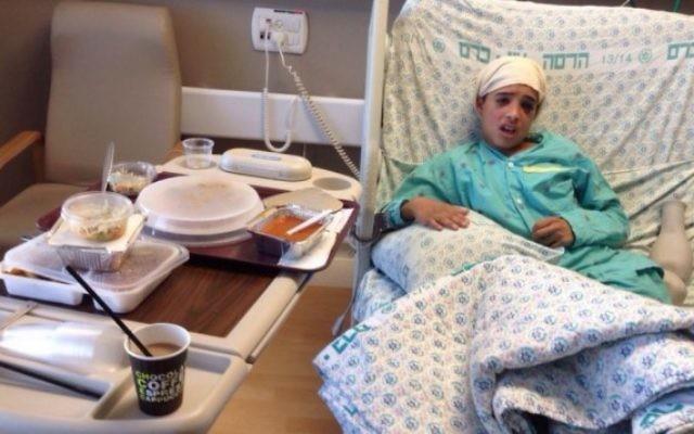 Ahmed Manasra, un des deux cousins qui avaient participé à une attaque au couteau le 12 octobre 2015 à Jérusalem est vu à l'hôpital Hadassah Ein Kerem de Jérusalem le 15 octobre 2015 (Photo: Autorisation)