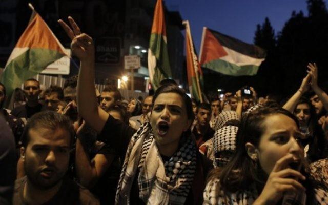 Manifestants arabes israéliens lors d'un rassemblement de soutien au peuple palestinien dans la ville de Nazareth dans le nord d'Israël, e 8 octobre 2015 (Credit photo: AHMAD GHARABLI / AFP)