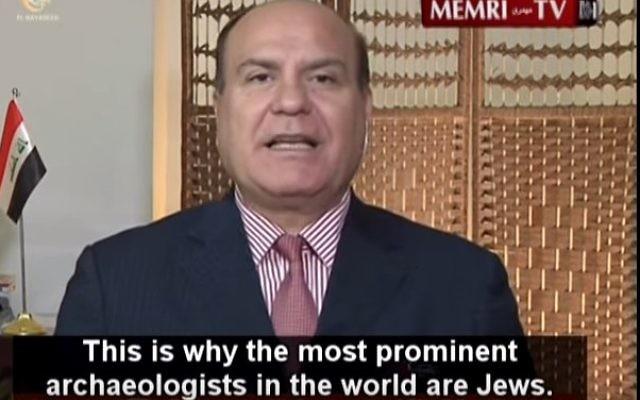 L'historien et archéologue irakien Ali Al-Nashmi qui affirme qu'une mafia juive internationale vise à acquérir des antiquités irakiennes dans une émission du 9 septembre 2015 (Capture d'écran MEMRI)