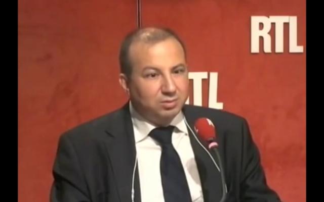 Capture d'écran YouTube : Hamou Bouakkaz, auteur de Aveugle, arabe et homme politique
