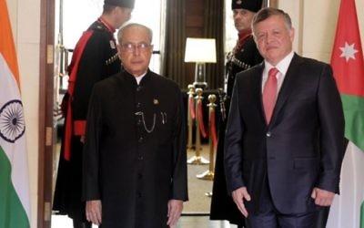 Le président indien Pranab Mukherjee rencontre le roi Abdallah II de Jordanie le 10 octobre 2015 à Amman, avant son voyage en  Israël (Crédit photo: Khalil Mazraaw / AFP)