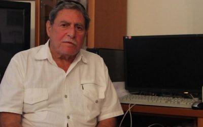Sammy Ghozlan, directeur du BNVCA, chez lui à Netanya, en octobre 2015. (Crédit : Ricky Ben David/Times of Israël)