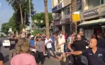 La scène d'une attaque au couteau à Raanana, le 13 octobre 2015 (Capture d'écran)